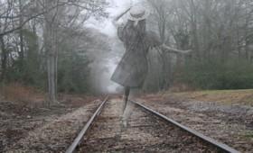 Φάντασμα στοιχειώνει σιδηροδρομικό σταθμό