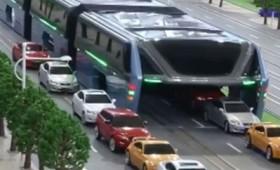 Ιπτάμενο λεωφορείο από την Κίνα (βίντεο)