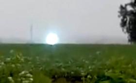 Γιγάντια σφαίρα λευκού φωτός στη Σιβηρία (βίντεο)