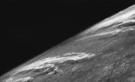 Η πρώτη φωτογραφία της Γης από το διάστημα