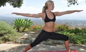 Πέντε ανεβαστικές ασκήσεις γιόγκα για όλους