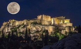 Μια νύχτα στην Ακρόπολη με ελληνική μουσική (βίντεο)
