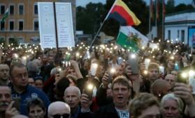 Σιωπηλή διαμαρτυρία κατά μεταναστών στη Γερμανία (vid)