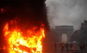 Βίαιες διαδηλώσεις συγκλονίζουν το Παρίσι (vid)