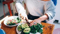 Τι περιλαμβάνει η νέα «πλανητική υγιεινή διατροφή» (vid)