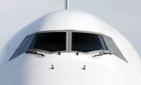 Πιλότος προσπάθησε να μπει στο αεροπλάνο από το παράθυρο του κόκπιτ (vid)