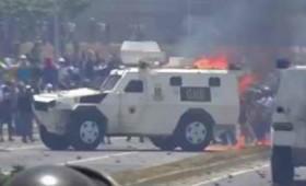 Βενεζουέλα: Στρατιωτικά οχήματα πέφτουν πάλι πάνω σε διαδηλωτές (vid)