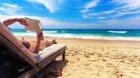 Πέντε βιβλία για να πάρετε μαζί σας στην παραλία
