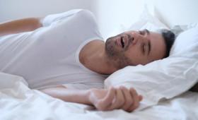 Υπνική άπνοια: Συμπτώματα, αιτίες και θεραπεία