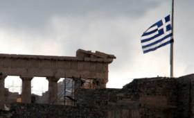 Μεσίστια η σημαία της Ακρόπολης τη μέρα της κηδείας του Μανώλη Γλέζου