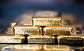 Ο κόσμος στρέφεται στον χρυσό, καθώς το δολάριο πρόκειται να καταρρεύσει