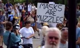 «Η μάσκα είναι φίμωτρο» – Μαχητικές διαδηλώσεις σε Λονδίνο και Βερολίνο (vid)