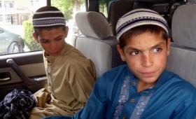 Δύο αγόρια μένουν παράλυτα μόλις δύσει ο Ήλιος (βίντεο)