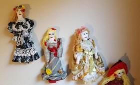 Πάνινες κούκλες από τις κρατούμενες της Θήβας