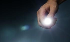 Το στροβοσκοπικό φως θεραπεύει τη νόσο Αλτσχάιμερ