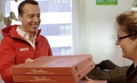 Κρίστιαν Κερν: ο πολιτικός που μοιράζει πίτσες! (vid)