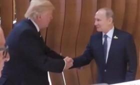 Ιστορική χειραψία μεταξύ Πούτιν και Τραμπ (vid)