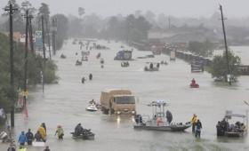 Τυφώνας Χάρβεϊ: 6μελής οικογένεια πνίγηκε μέσα σε βαν (vid)