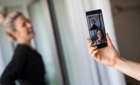 Μετά τις selfies το Nokia 8 φέρνει τις bothies (vid)
