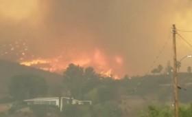 Μεγάλες πυρκαγιές βόρεια του Λος Άντζελες (vid)