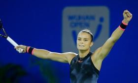 Η Μαρία Σάκκαρη πέρασε θριαμβευτικά στα ημιτελικά του Wuhan Open (vid)