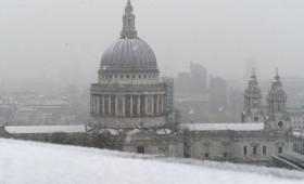 «Βόμβα χιονιού» παραλύει Βρετανία και Ευρώπη