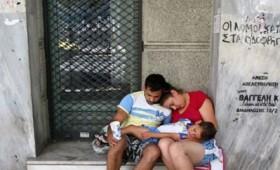 Bloomberg: Η Ελλάδα είναι από τις πιο δυστυχισμένες χώρες (vid)