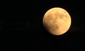 Η έκλειψη της Σελήνης πάνω από το ναό του Ποσειδώνα