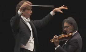 Ο Λεωνίδας Καβάκος ηλεκτρίζει το κοινό παίζοντας Στραβίνσκι (vid)