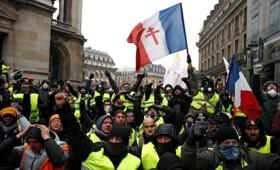 Στους 10 οι νεκροί των Κίτρινων Γιλέκων στη Γαλλία