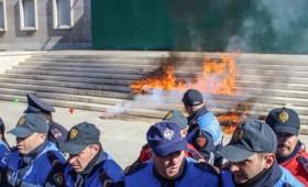 Αντικυβερνητικές διαδηλώσεις στην Αλβανία (vid)