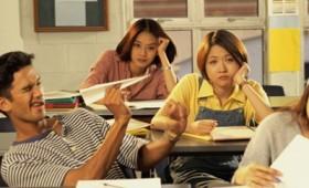 Το υπουργείο Παιδείας προωθεί την εκπαίδευση για ηλιθίους
