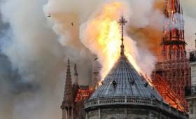 Παρανάλωμα του πυρός η Παναγία των Παρισίων (vid)