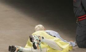 Μοντέλο πέθανε την ώρα που βάδιζε στην πασαρέλα (vid)