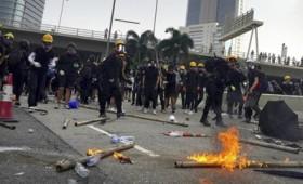 Χονγκ Κονγκ: Νέα βίαια επεισόδια διαδηλωτών και αστυνομίας (vid)
