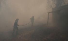 Υπό έλεγχο αλλά επικίνδυνη ακόμη η φωτιά στην Εύβοια