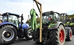 Γερμανία: Χιλιάδες αγρότες διαδήλωσαν με τρακτέρ (vid)
