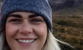 28χρονη σκοτώθηκε βγάζοντας το κεφάλι της έξω από το τρένο