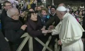 Η απίστευτη αντίδραση του Πάπα Φραγκίσκου (vid)