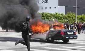 """""""Σκοτώστε μπάτσους"""": Η εξέγερση της Αμερικής (vid)"""