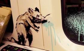 Δείτε τον Μπάνκσι να ζωγραφίζει στον υπόγειο του Λονδίνου (vid)