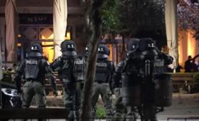 Θεσσαλονίκη: Συγκρούσεις διαδηλωτών με την αστυνομία για το lockdown (vid)
