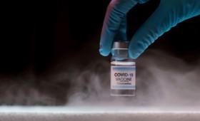 Σχέδια στον πάγο: Οι δυσκολίες που παρουσιάζει η λήψη του εμβολίου της Pfizer