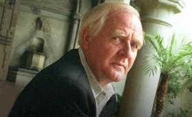Ο διάσημος συγγραφέας Τζον Λε Καρέ πέθανε σε ηλικία 89 ετών (vid)