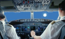 Video: Πιλότοι συναντούν ένα «εξαιρετικά φωτεινό UFO»