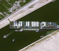 Video: Η Διώρυγα του Σουέζ συνεχίζει να είναι κλειστή