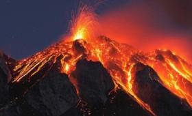 Έκρηξη φονικού ηφαιστείου αναγκάζει χιλιάδες να φύγουν για να σωθούν (vid)