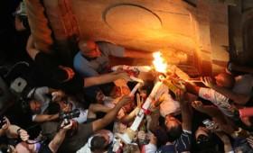 Πώς γίνεται η αφή του Αγίου Φωτός στα Ιεροσόλυμα (vid)