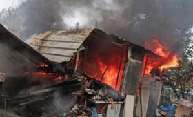 Πύρινη κόλαση στη Σταμάτα: Σπίτια έχουν παραδοθεί στις φλόγες (vid)