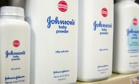 Οι παιδικές πούδρες της Johnson & Johnson είναι καρκινογόνες (vid)